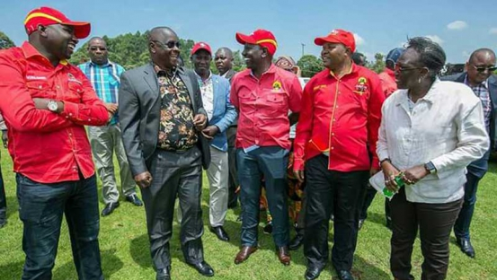 Isaac Ruto (Grey Jacket) talking with Deputy President William Ruto and other Jubilee Party Officials in September 2017. Isaac Ruto Joined Jubilee later that month.