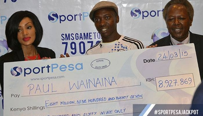 Paul Wainaina (centre) showing his SportPesa jackpot win in 2017. Source: Facebook.