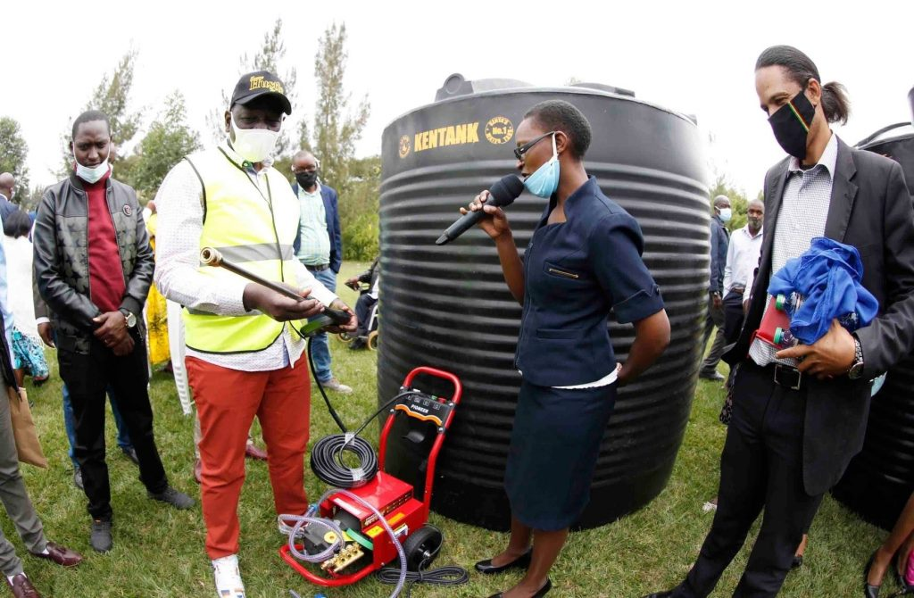 Moses Kuria and William Ruto also donated a car wash machine as well as water tanks.